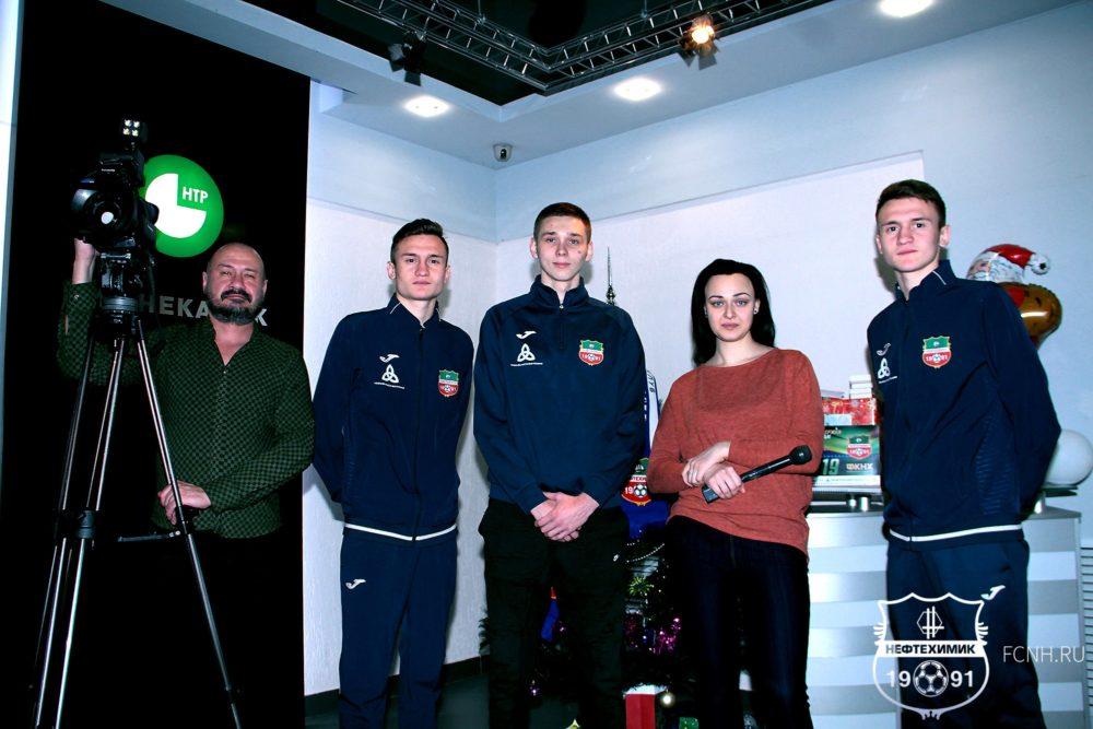 Футбольный клуб «Нефтехимик» присоединился к акции «Стань Дедом Морозом!»